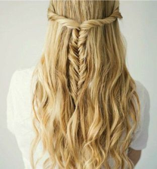 прическа с накладными волосами в греческом стиле