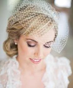 прическа с вуалью на свадьбу