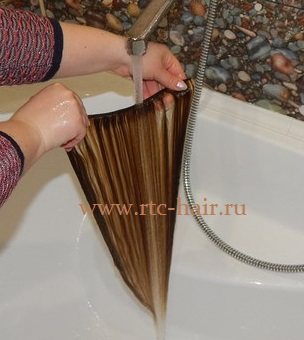 Как помыть искусственные волосы на заколках