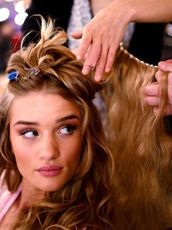 волосы на заколках для прически ангела Victoria's Secret